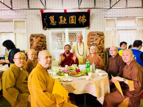 Khenchen Lama and Chinese monks